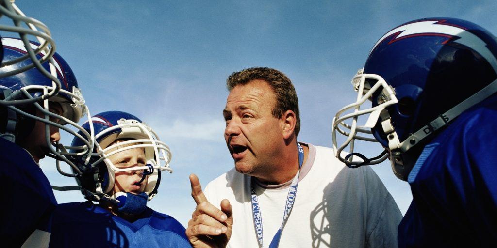 Тренер пытается быть примером для подражания у спортсменов