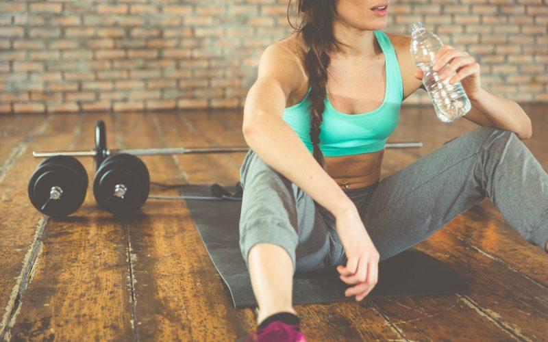 женщина устроила себе отдых в спорте из-за переутомления