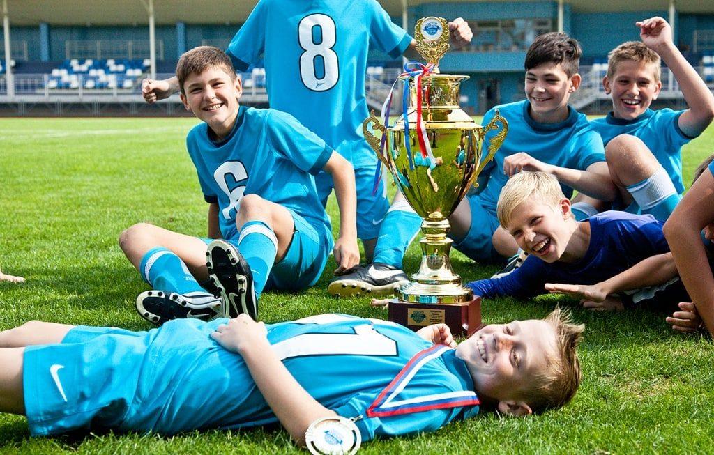 благодаря командному спорту дети могут заводить новых друзей