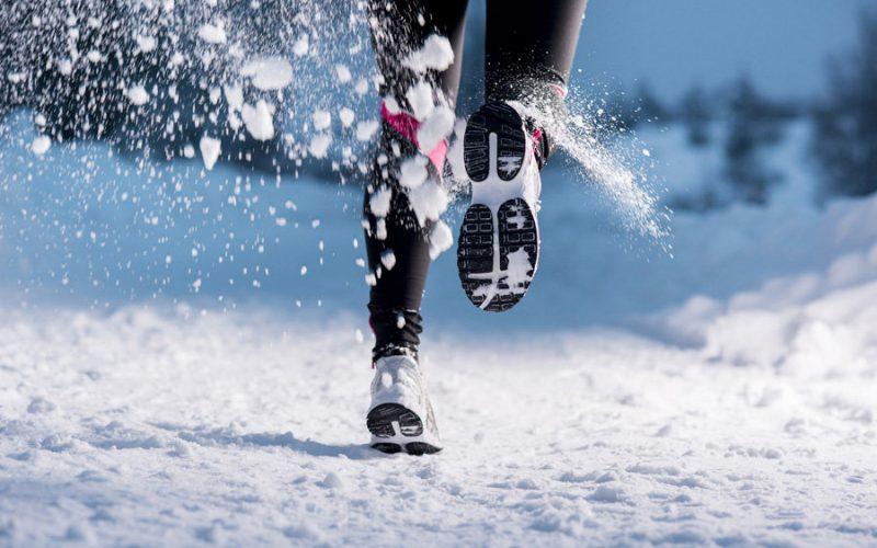 девушка решила бегать зимой