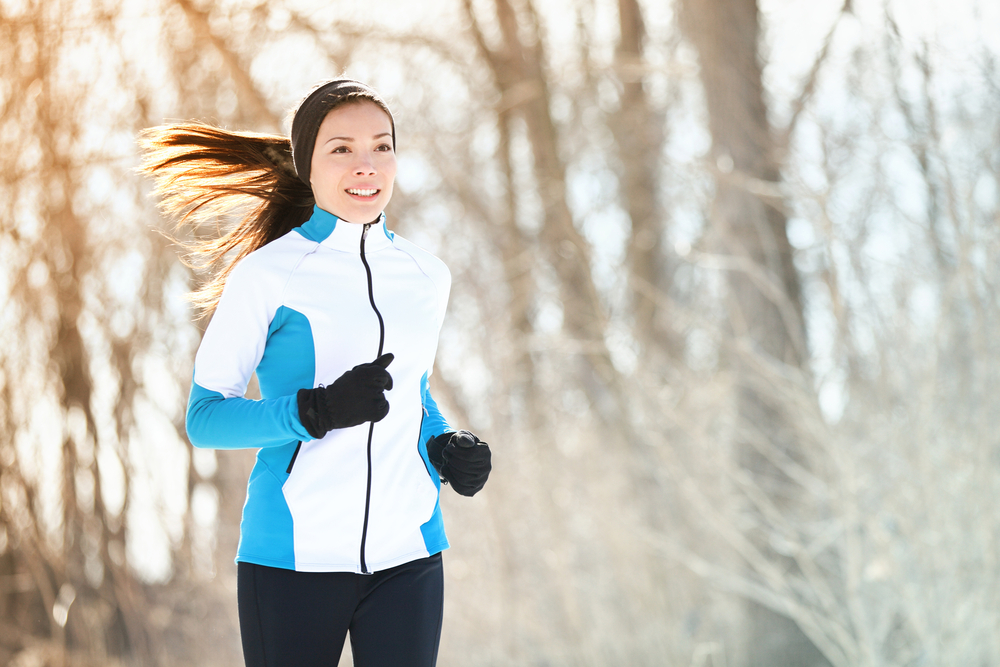 the girl follows the rule of three layers to run in winter