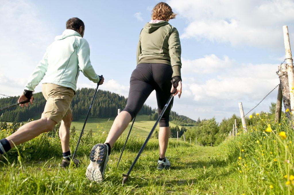 Скандинавская ходьба будет полезна во время отдыха