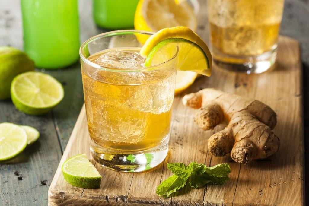 рецепты детокс воды - вкусная освежающая вода с имбирем, мятой и кориандром