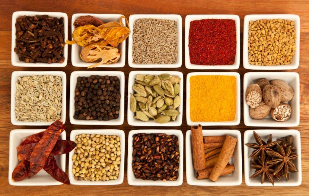 добавляйте в еду специи, чтобы ускорить метаболизм и сбросить лишний вес