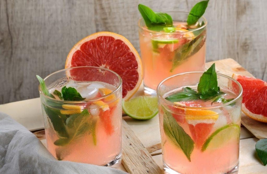 рецепты детокс воды - вкусная освежающая вода с кофе, мятой и грейпфрутом