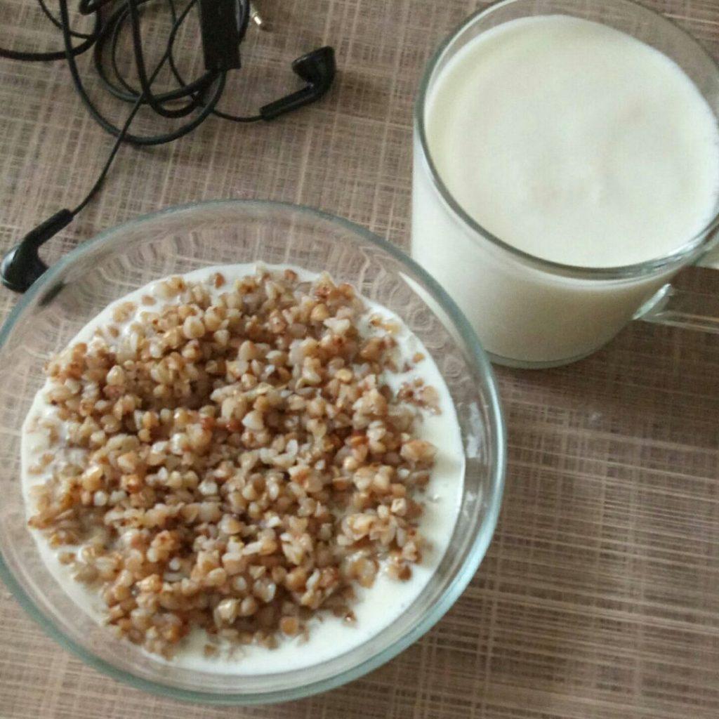 Быстрые завтраки для спортсмена - ленивая гречка с кефиром