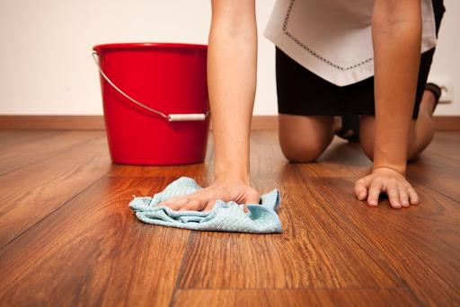 Сколько калорий мы сжигаем во время мытья полов?